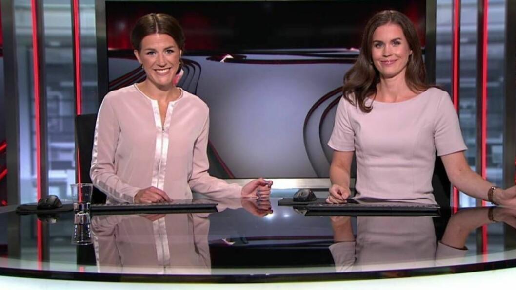 ANKER: Siri Kleiven Strøm frå Årdal (t.v.) og Tori Pedersen frå Aurland på jobb samstundes som tilhøvesvis nyhende- og sportsanker i TV2. Foto: TV2