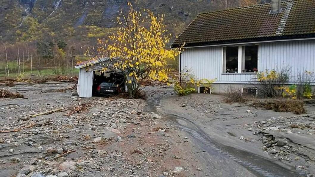 VÊRKATASTROFE: Hausten 2014 vart Lærdal hardt råka av flaum, noko som førte til store skader og over 30 personar måtte evakuere. Foto: Anne Karin Skjær.