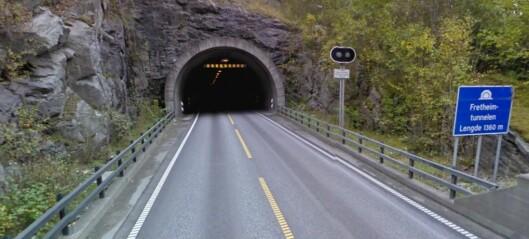 Fretheimtunnelen og Flenjatunnelen opne igjen: – Steinar i vegen