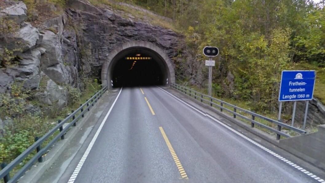 STENGING: Frå natt til tysdag 9. august vert det ein periode med lengre stenging av Fretheimstunnelen i samband med oppgraderinga av tunnelen. Foto: Google Maps.
