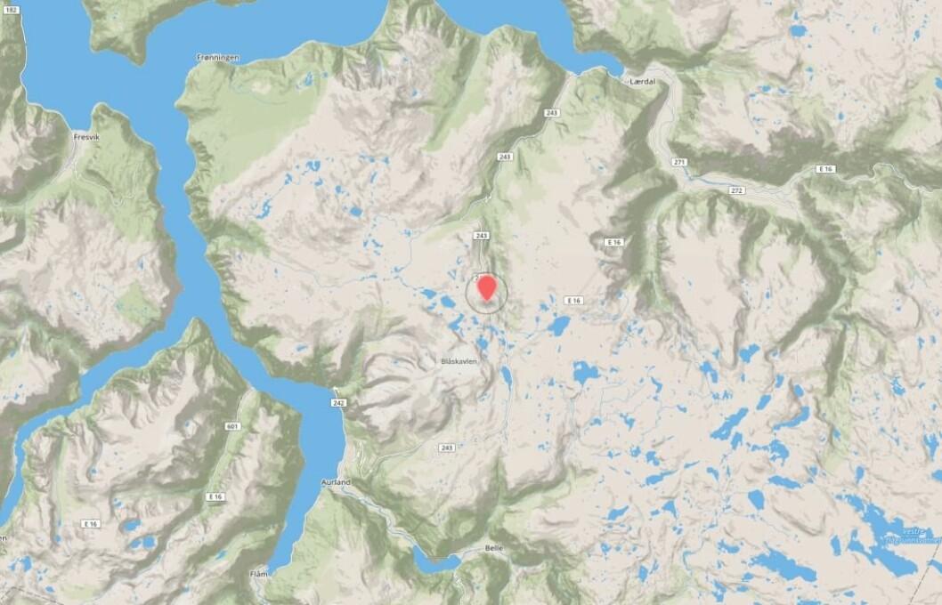 UTFORKØYRING: Ein deltakar av ekstremtriathlonet i Aurland i dag skal ha køyrt utfor vegen på sykkeletappen. Kvinna i 30-åra ligg no på Haukeland sjukehus med kritiske skader.
