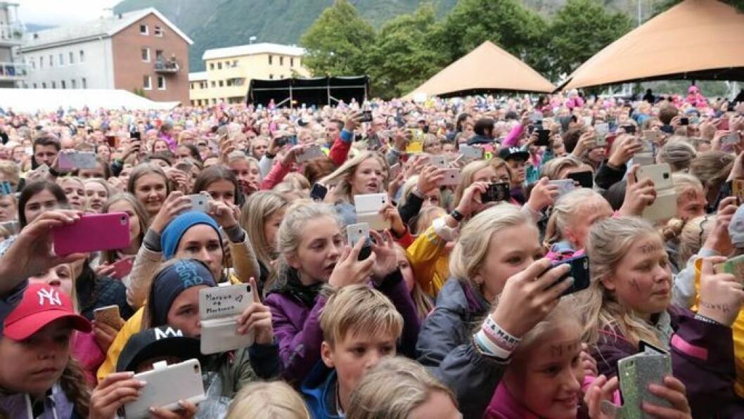 FOLKEFEST: Målrock har blitt ein institusjon i Årdal, men publikumsoppmøtet har ikkje alltid for like stort som på dette biletet. Foto: Truls Grane Sylvarnes.
