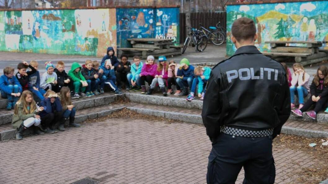 NÆRPOLITI: «Det er vedtatt at det skal være 2 polititjenestemenn per 1000 innbyggere, men det viser seg at heller ikke dette kommer alle innbyggere til gode.». Illustrasjonsfoto: Ingrid Nordbye-Antonsen.