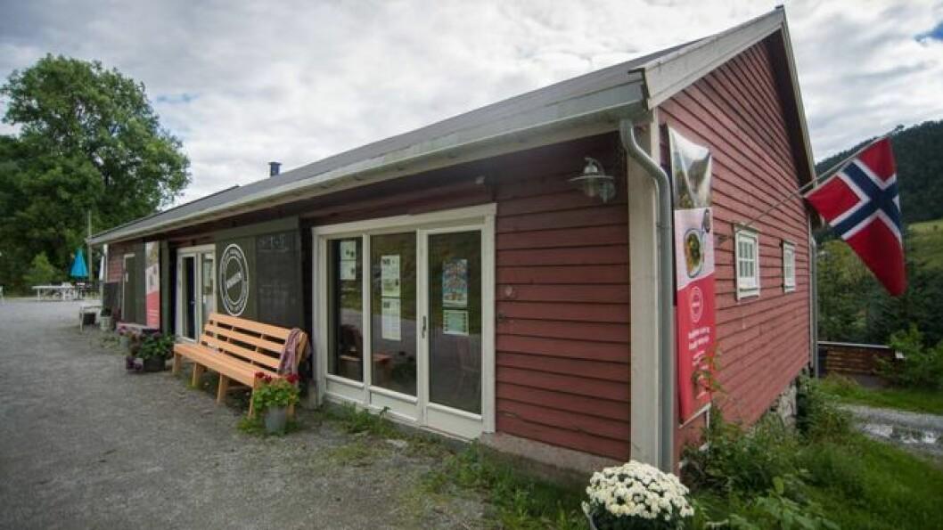 SLUTT:Brørne Knagenhjelm legg ned drifta av Knaken etter at det vil koste 370.000 kroner å registrere kulturminne ved Kaupanger Hovedgård.Foto: Halvor Farsund Storvik.