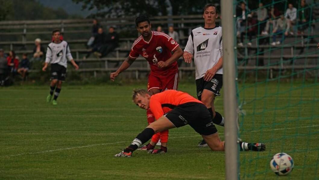 PUTTA: Ruben Aspeseter noterte seg for ei av dei åtte scoringane då samarbeidslaget knuste Førde 3. Foto: Jan Ove Skjerping.