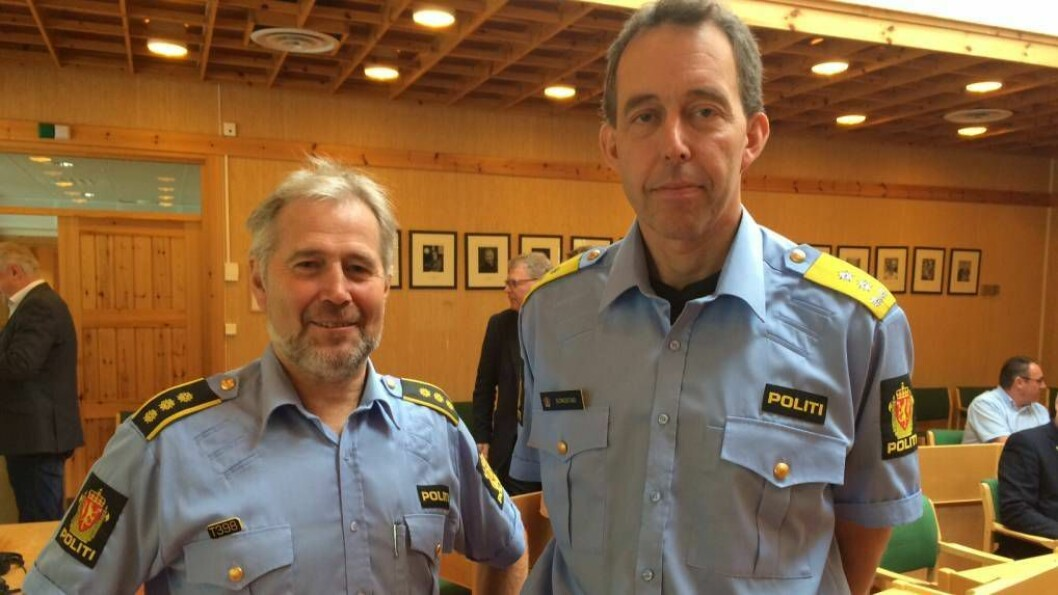 BEKYMRA: Politimeister i Vest politidistrikt, Kaare Songstad (t.h.), her med regionlensmann Arne Johannessen. Arkivfoto