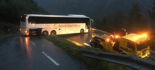 Sjåføren meld til politiet etter at bussen stod fast