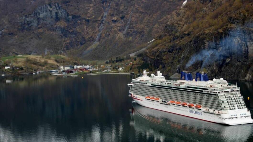 BELØNNE MILJØVENER: Norske hamner vil laga eit  verktøy for å måle miljøpåverknaden til cruiseskipa. Får skipa god score, kan det gi reduserte hamneavgifter.