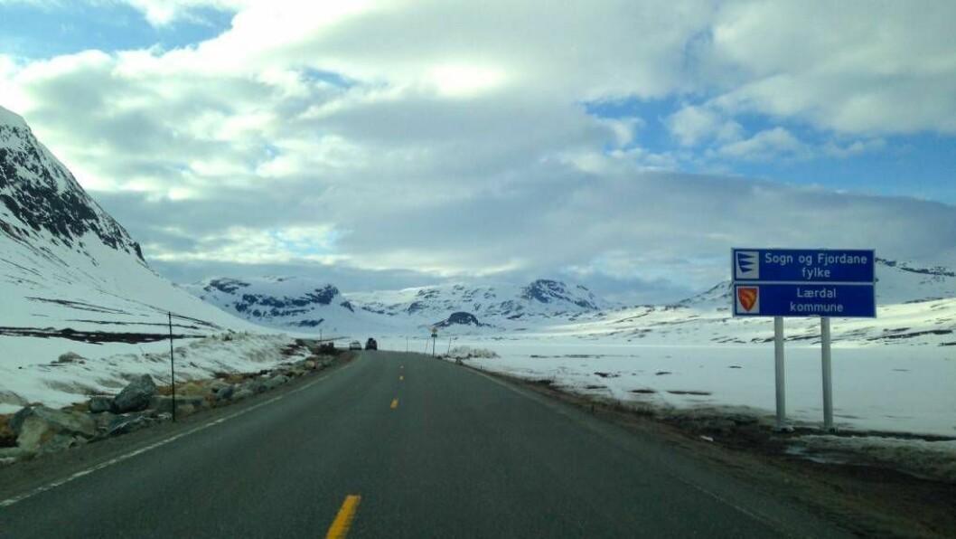 FØLG MED: På grunn av sterk vind og snøvêr er det fare for at det vil bli innført kolonnkøyring over Hemsedalsfjellet. Foto: arkiv.