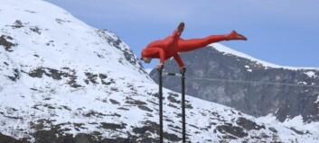 Her henger Eskil 275 meter over bakken utan sikring