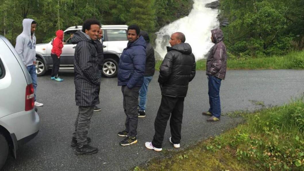 FARDALEN: Det eritreiske miljøet i Sogndal hjalp til under laurdagens leiteaksjon. Foto: Ingrid Nordbye-Antonsen