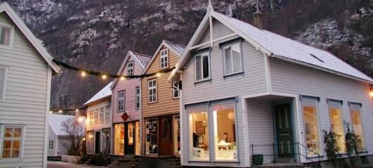 Arrangerer julemarknad i gamle Lærdalsøyri