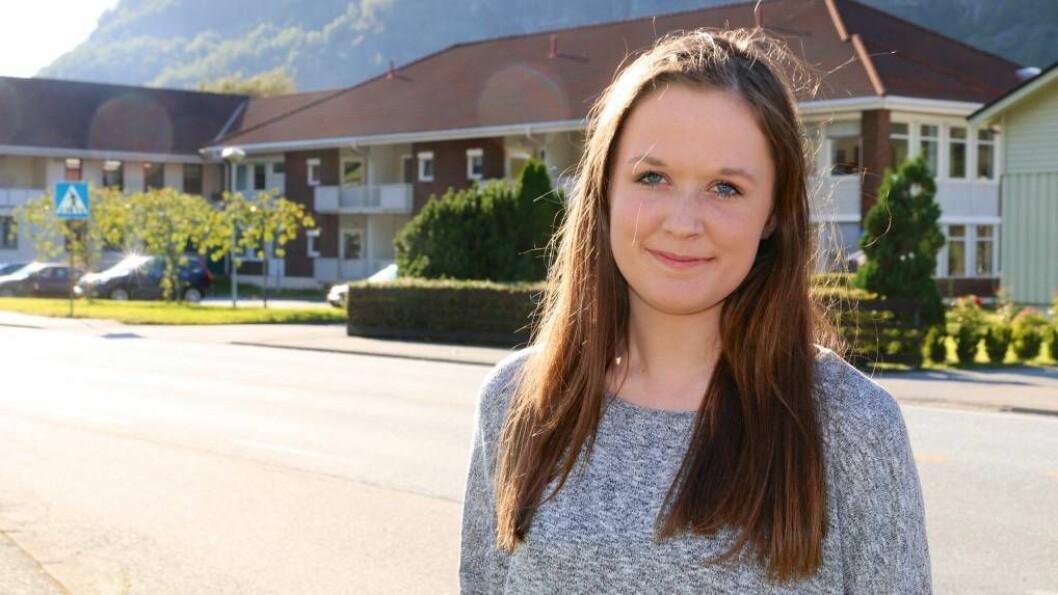 NY STILLING:Hilde Horpen (19) frå Årdal er tilsett som trainee i Senterpartiet frå midten av juni til midten av august 2016. Foto: Truls Grane Sylvarnes.