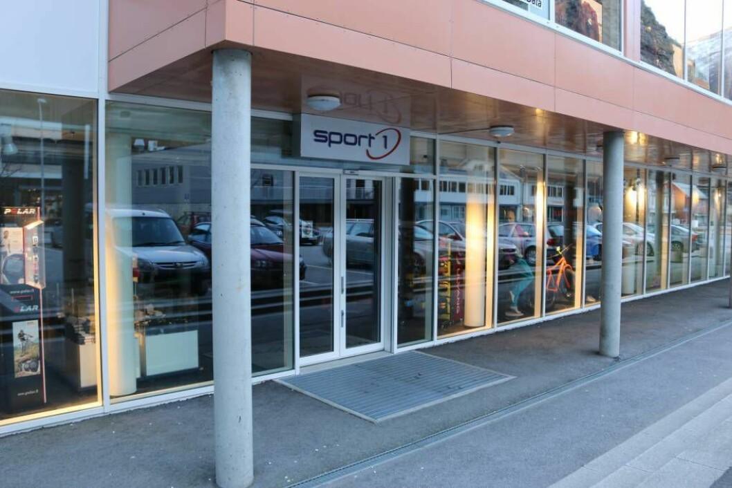 SLUTT: Reidar Offerdal og kona ønskjer å selja sportsbutikken på Årdalssenteret.