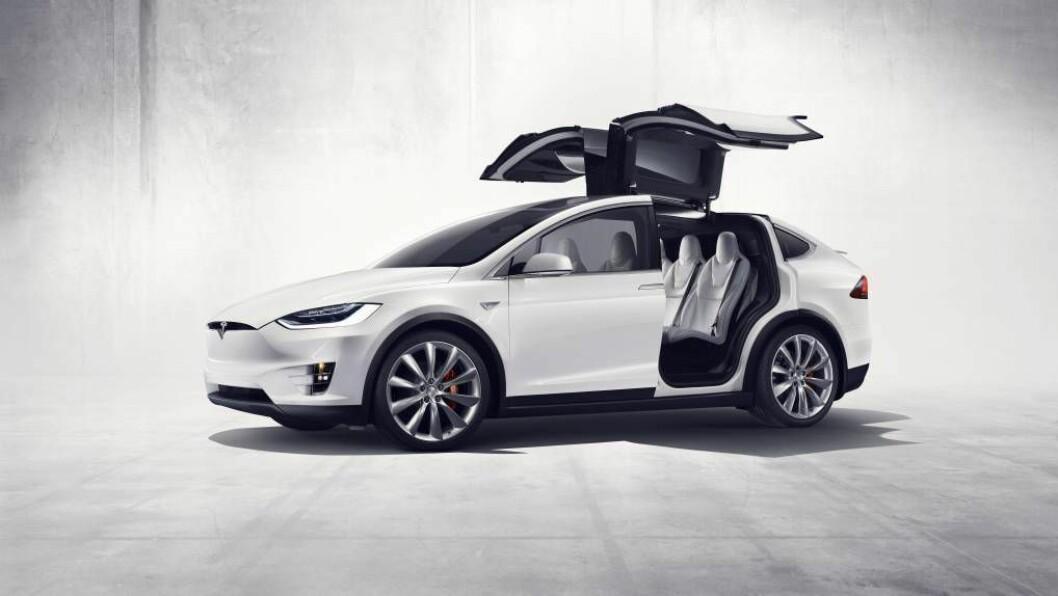 UVANLEG: Tesla Model X har den underlegaste dørløysinga i bilindustrien hittil. Teknologien hentar crossoveren for ein stor del frå Model S. (Foto: Tesla)