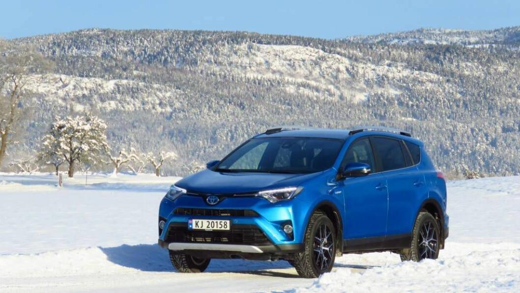 FAMILELIKHET: Fronten på den nye Toyota RAV4 har samme trekk som på andre modeller fra merket. Foto: Jan Harry Svendsen
