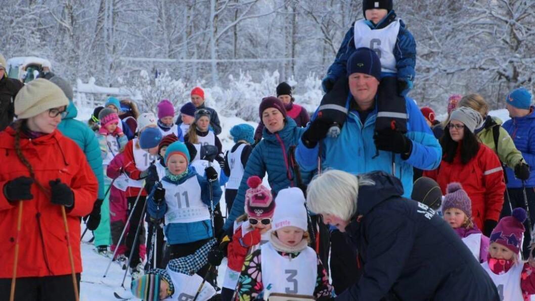 SKIGLEDE: Søndag hadde unge og vosne samla seg på Borgund for årets fyrste skirenn. Foto: Jan Christan Jerving