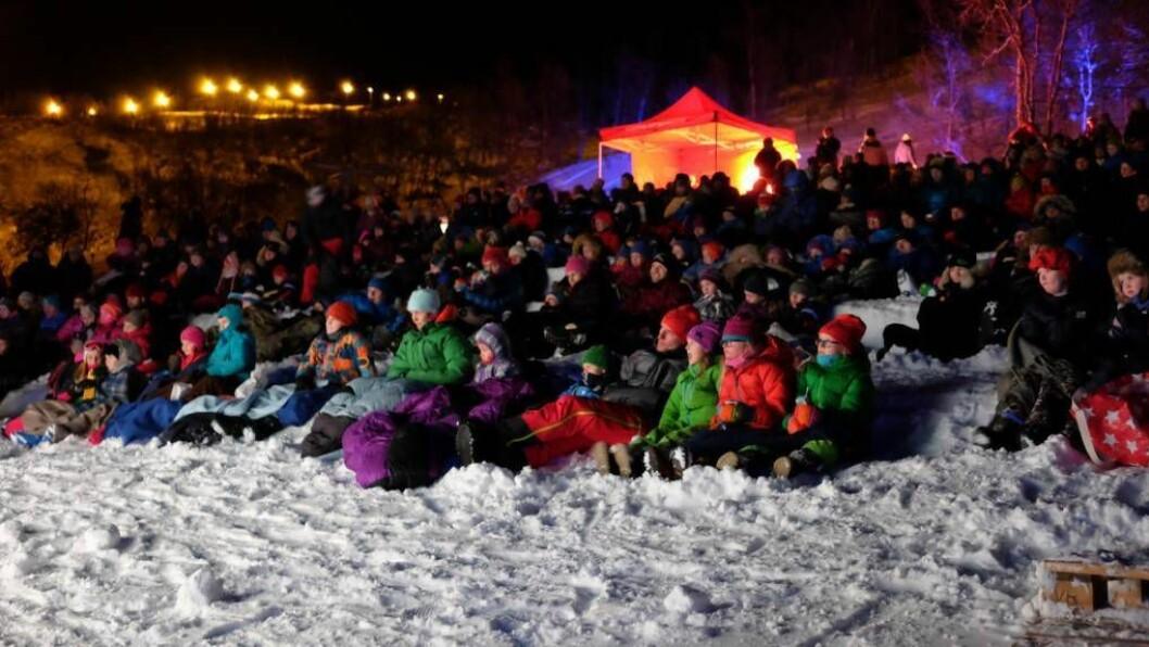 POPULÆRT: Det er tydeleg at mange likar kombinasjonen kino og frisk luft for heile 1000 personar var innom Snøfilmfestivalen i helga, melder arrangøren. Foto: Jarle Friis/tyinfilefjell.no.