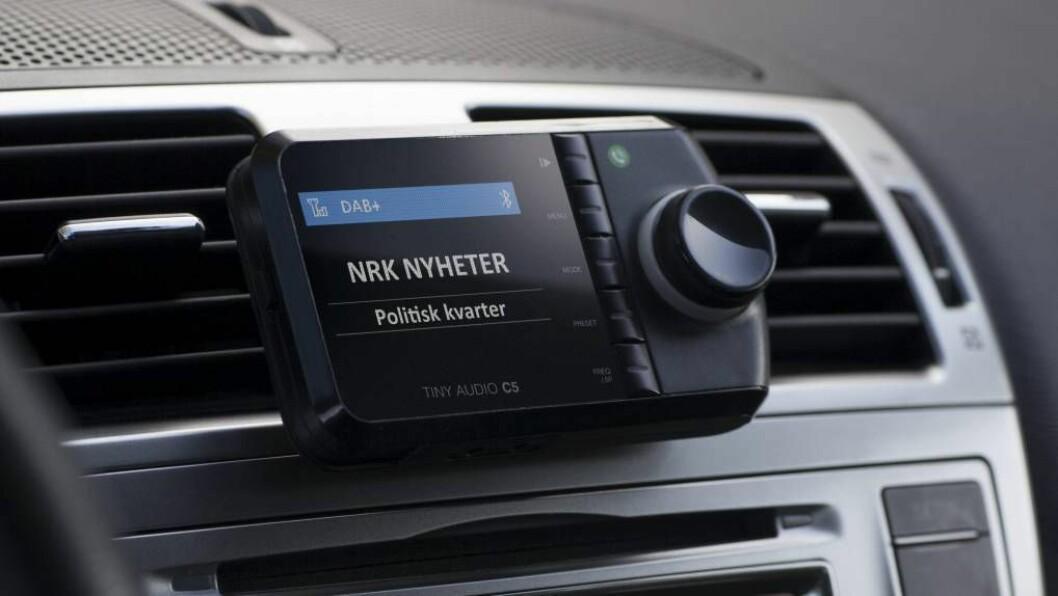 FM-SLUTT: Mange norske bileigarar har ikkje DAB-mottakar i bilen. Neste år sløkkjer FM-bandet. FOTO: Foto: Produsenten /