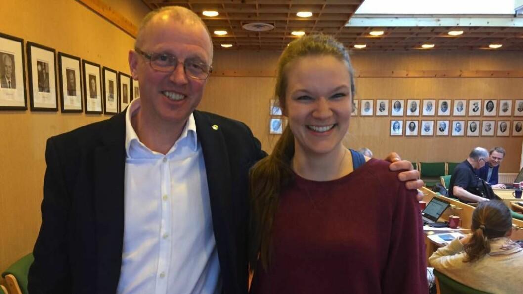 OPE: Frode Myklebust (V) og Linda Kvam Bjørkum (Ap) meiner begge det er viktig med eit godt barnehagetilbod for småbarnsfamiliar. Foto: Camilla Skjær Brugrand.