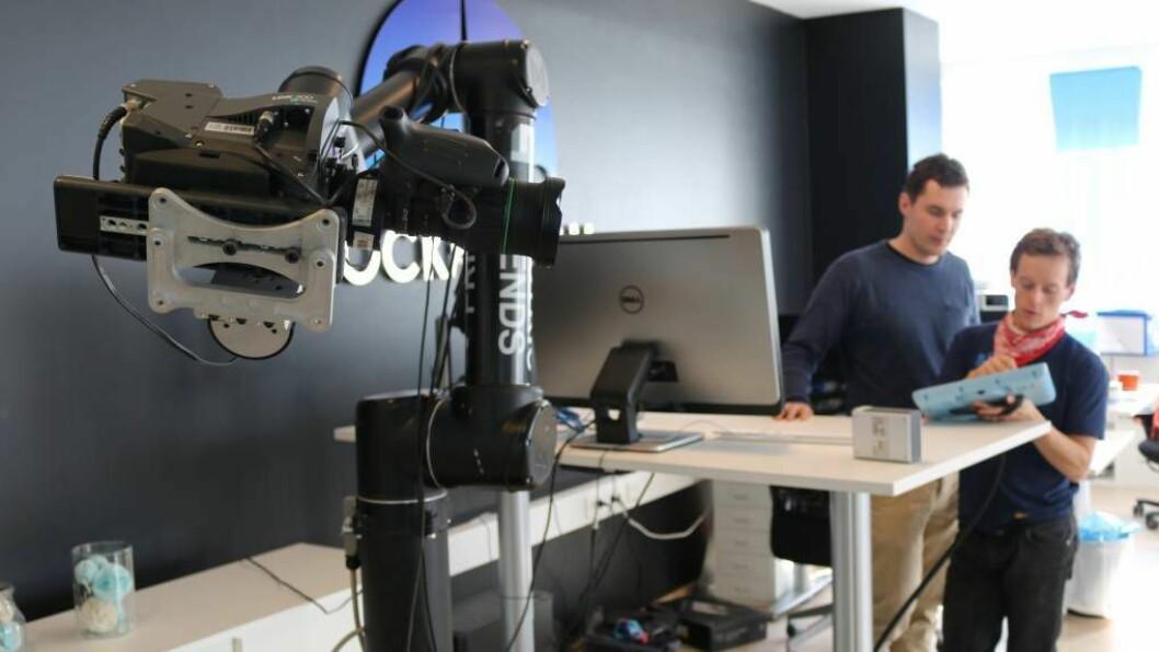 NYE LOKALER: Robotingeniørane i Rocketfarm har oppdatert forretningsadressa si til dei nye lokalene i Sogndal.