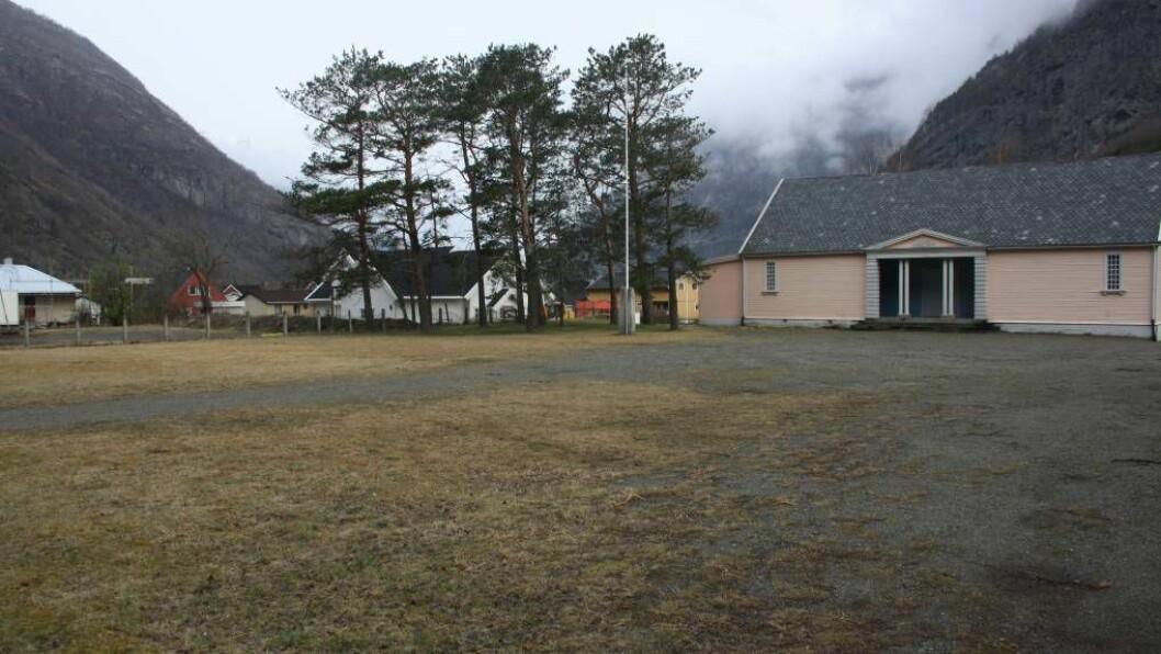 SAL: Lærdal kommune ønskjer å selja tomta der Losjehuset stod fram til brannen i 2014.
