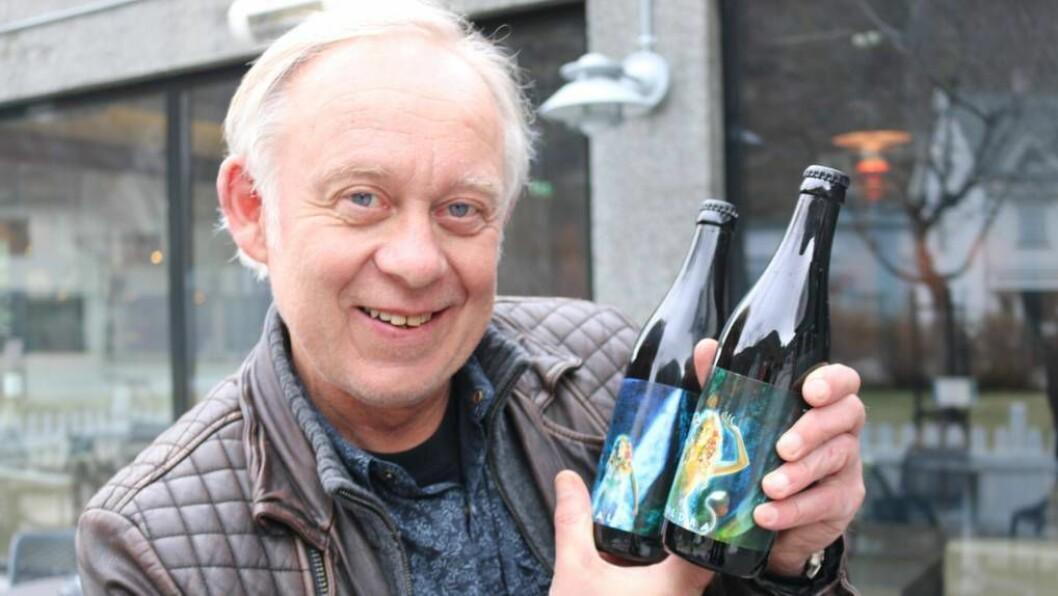 KULT:Direktør for Bryggeri- og Drikkevareforeningen Petter Nome syns Tya Bryggeri har eit originalt og kult design med hulder og Målrock-tematikk. Foto: Camilla Skjær Brugrand.