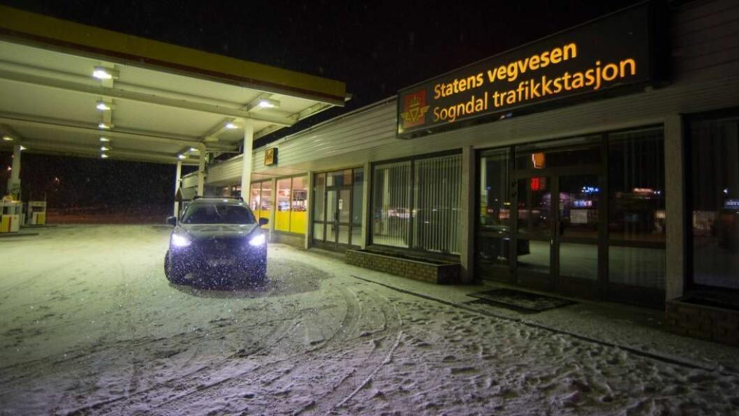 KAN MISTA FUNKSJONAR: Trafikkstasjonen i Sogndal er den einaste i Sogn. I framtida kan det verta ein såkalla servicestasjon, med færre funksjonar.