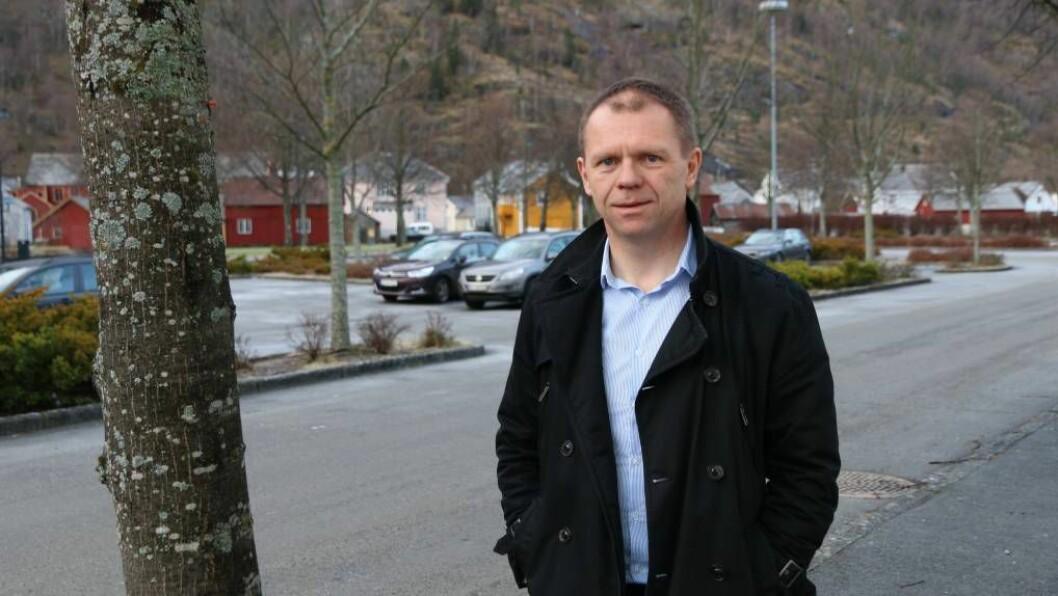 TATAKI-KONTOR: Dagleg leiar i Lærdal Næringsutvikling, Arve Tokvam, har tru på å samla tilhøyrande funksjonar på rådhuset i Lærdal for å gi folk den hjelpa dei treng. Foto: Ole Ramshus Sælthun.