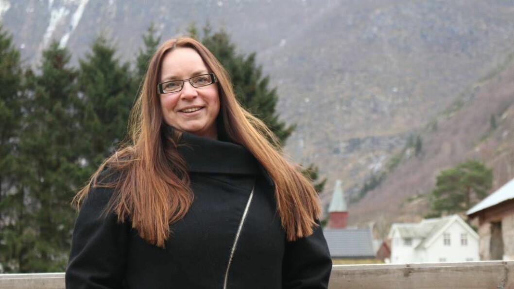 HISTORISK SKILLE: Prest Helene Langeland i Lærdal er svært glad for vedtaket kyrkjemøtet gjorde tidlegare denne veka, som stadfester at par av same kjønn kan gifte seg i kyrkja på lik linje med alle andre.