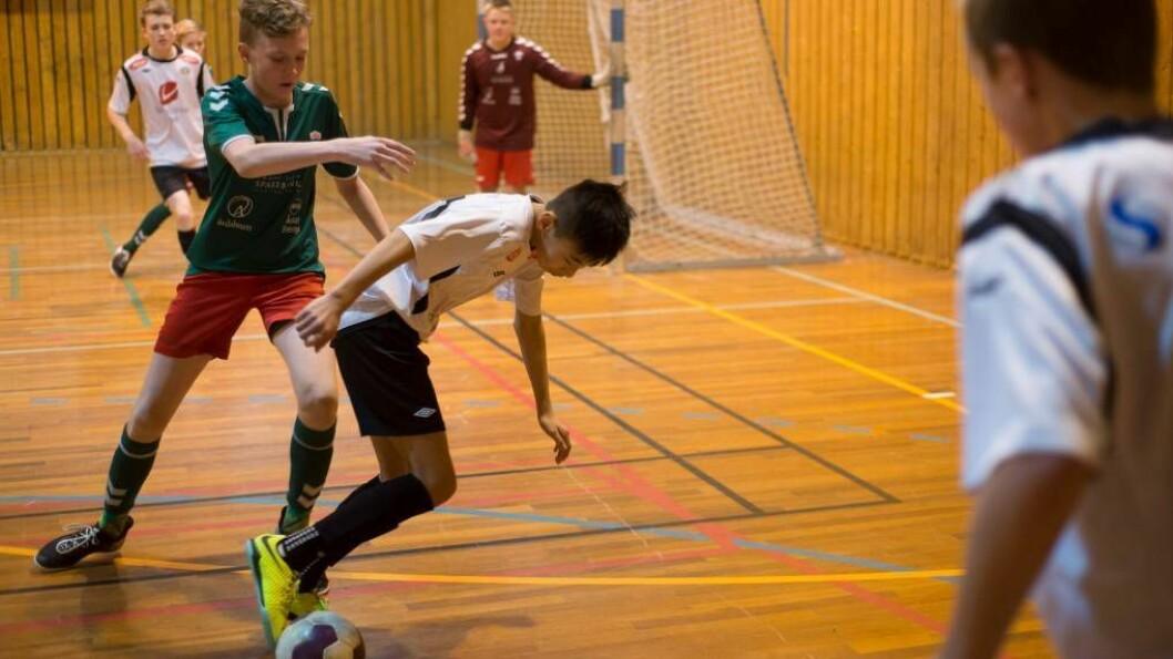 SENDTE LIVE: Porten.no sende direkte frå KM i futsal i Årdalshallen denne helga. Tysdag ettermiddag hadde til saman 3000 sett sendingane. Foto: Halvor Farsund Storvik.