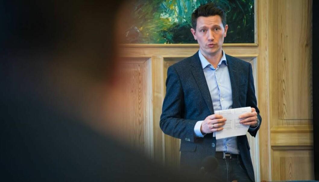NØGD: Vikarierande smittevernoverlege Jan Ove Tryti i Sogndal er glad for å kunne melde at alle i Sogndal har fått tilbod om fyrste vaksinedose.