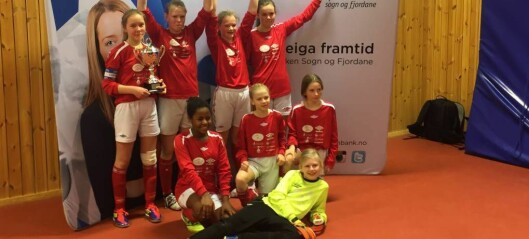 Desse glade jentene frå Lærdal tok gull i innandørs-KM