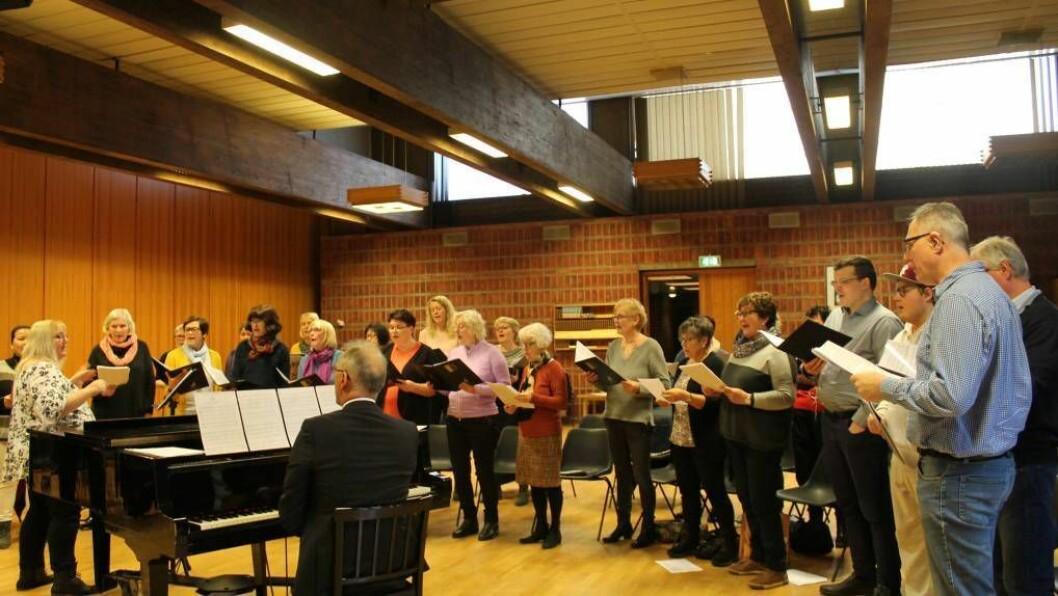 ÅRDAL PROSJEKTKOR: Søndag hadde prosjektkoret øving til konserten dei skal ha i mars. Foto: Kaja Nygård