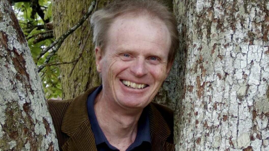 TIL FLÅM: Gabriel Fliflet skal saman med kvedaren Kirsten Bråten Berg og folkemusikaren Anders Røine på miniturné på Vestlandet med Robert Burns-konserten