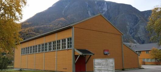 Siste spikaren i kista for Ljøsne skule