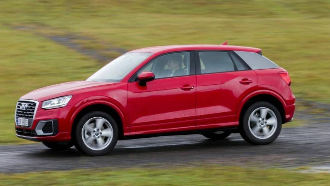NYE LINJER: Audi har valt å la Q2 skilja seg litt frå dei andre Audi modellane. SUV-ane, Q-modellane, har blitt litt strammare i kantane dei seinare åra, men ingen har så markerte linjer som Q2. FOTO: Cornelius Poppe / NTB scanpix /