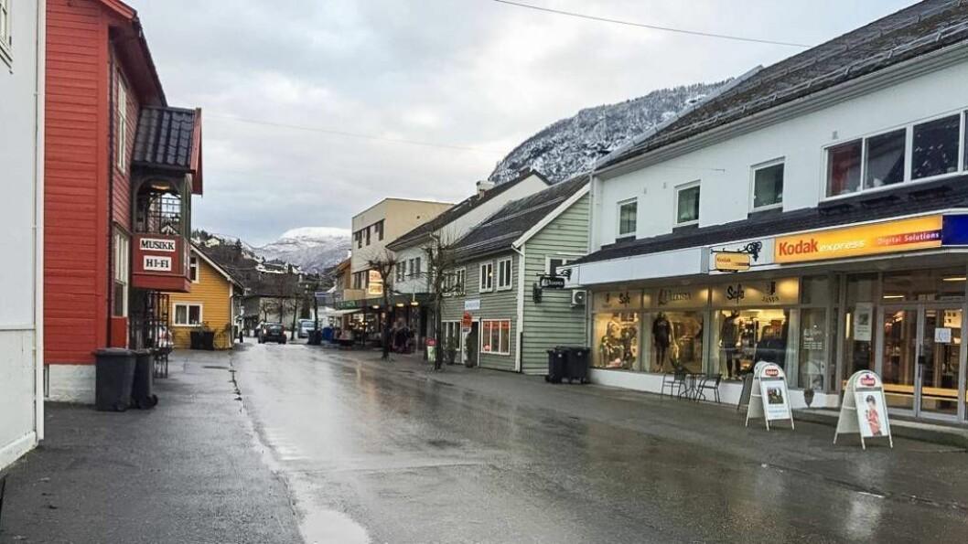 KAPITAL: Fleire selskap den siste veka har auka og sett ned kapitalen. På biletet ser me Fjørevegen i Sogndal.