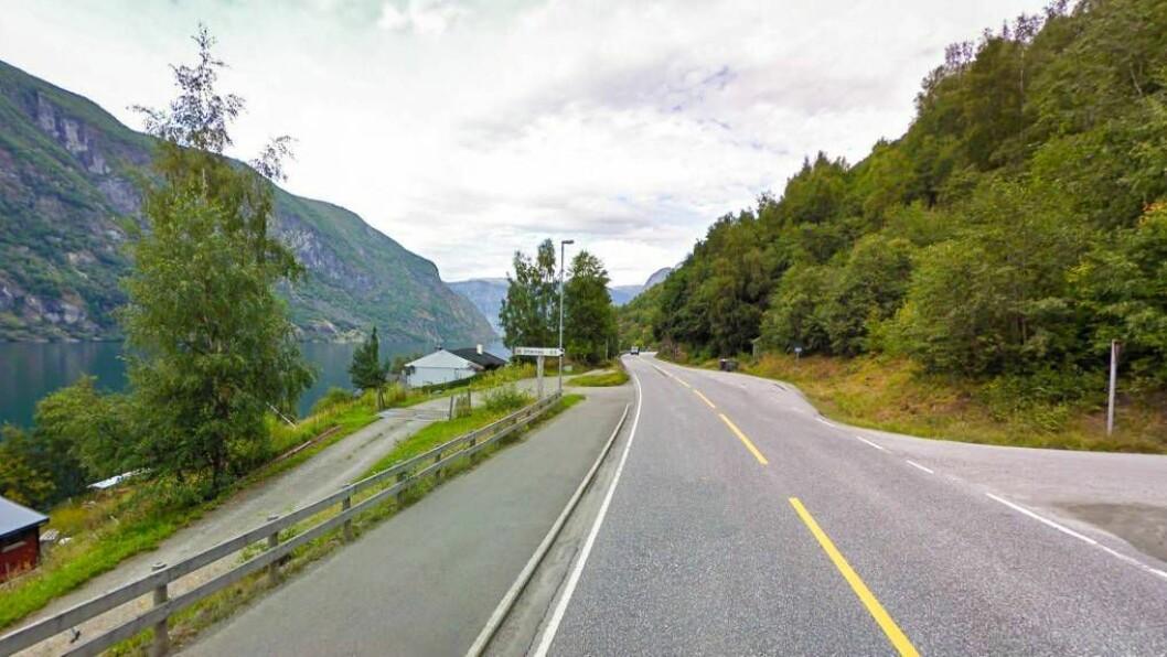 HER ER DET STOPP: Gang- og sykkelvegen startar i Flåm og stoppar tre kilometer seinare på Otternes, omtrent halvvegs til Aurlandsvangen. Foto: Google Maps.