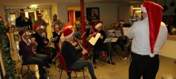 Musikklaget lagde julestemning for dei eldre