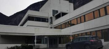 BT: Kneoperert kvinne fekk alvorleg bløding, Lærdal sjukehus får kritikk