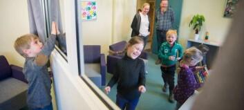 Opna nytt samtalerom med barnehagekunst på veggane