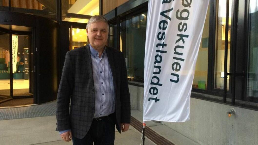 BLANDA KJENSLER: Proektor Rasmus Stokke i Sogndal vedgår at det er litt rart at Høgskulen i Vestlandet no er namnet dei skal forhalde seg til.