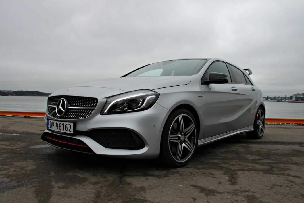 EKSTRA: Mercedes-Benz A250 Sport har fått ekstra med hestekrefter og visuelle effektar som viser at det er ein litt spesiell bil. Foto: Morten Abrahamsen/NTB tema