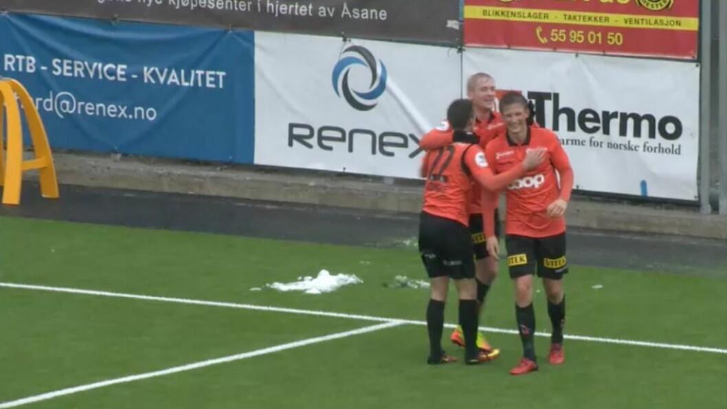 FØRSTE FOR ÅSANE: Jonas Hestetun fekk tillit frå start og svarte med å score sitt første for Åsane og i 1. divisjon då Sandnes Ulf vart sendt heim med 4-0 i sekken. Foto: Skjermdump.