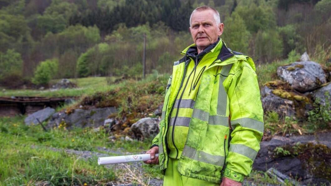 MED DYNAMITT:Leiv Norvald Fimreite gjev Sogndølene salutt pågrunnlovsdagen. Foto: Øyvind Nondal.