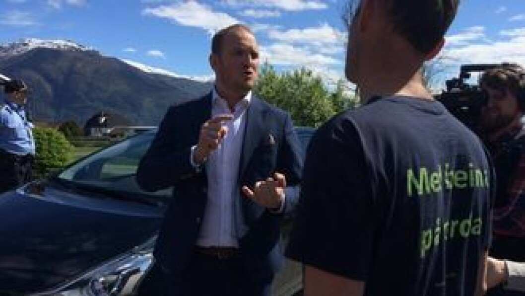 LANDA: Samferdsleminister Jon Georg Dale (t.v.) meiner det ikkje er grunn til å frykta at posttilbodet vil verta dårlegare i enkelte delar av landet. Arkivfoto