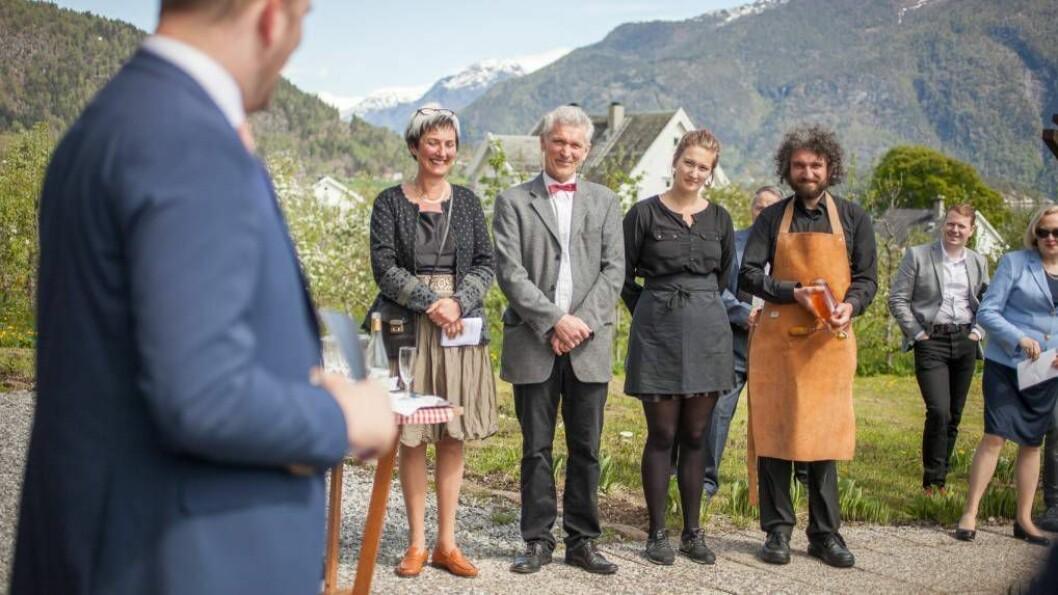 FÅR STYREVERV: Eli Grete Høyvik (til venstre i biletet) går inn i styret til Sogn Næring. Her frå opninga av CiderhusetÉconomuséei Balestrand i 2017.