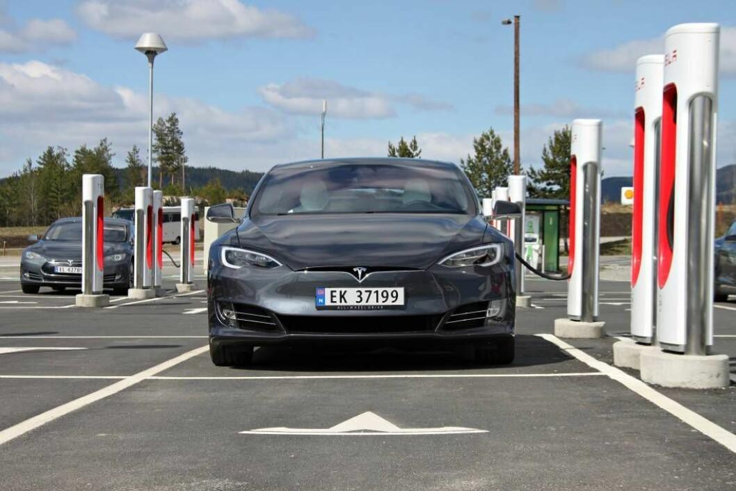KRAFT: Superladarane til Tesla fyller på med nær 30 mils kapasitet på ein halvtime. FOTO: Morten Abrahamsen / NTB tema