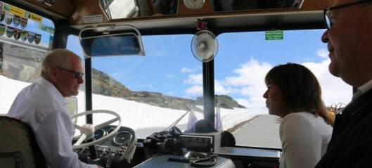 Saftige historier då jubileumsbussen kraup seg over Aurlandsfjellet